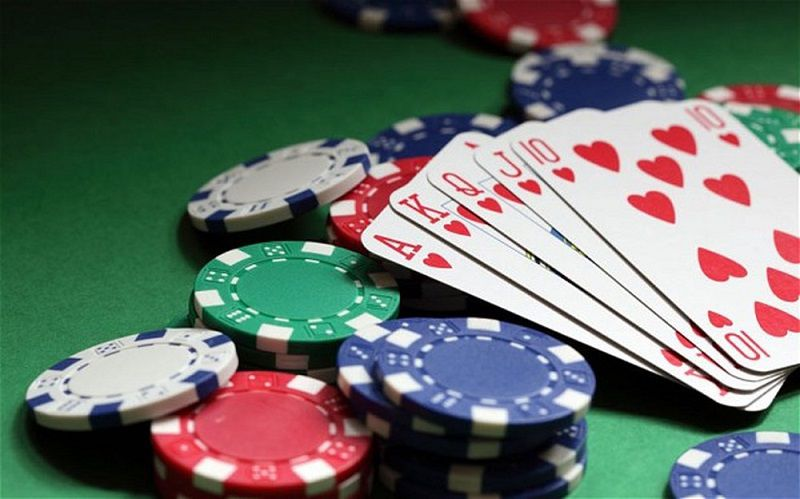 Phỉnh là gì? Tại sao phải đổi tiền khi đánh bạc trong casino?